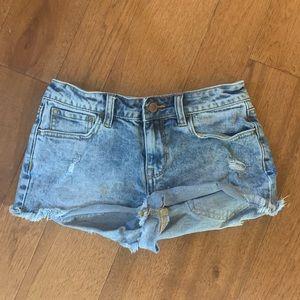 Low waist pac sun shorts!